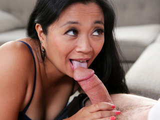 Asian milf Luckystar giving head